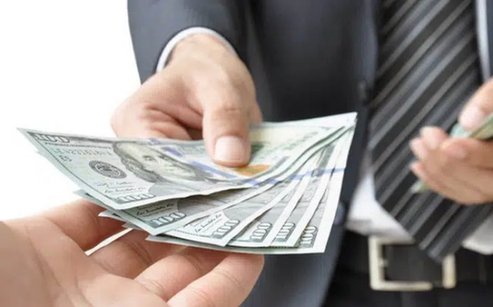 Việc trả nợ phải đặt lên hàng đầu
