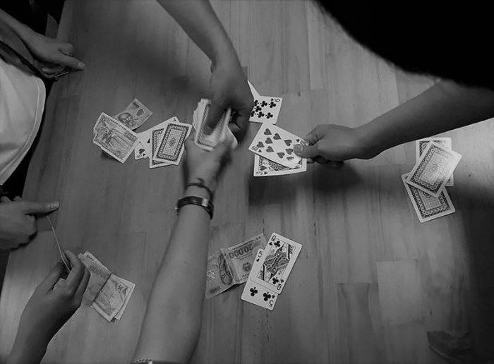 Mơ thấy mình đang đánh bài ăn tiền cùng lũ bạn thân đánh cặp số 11 - 23