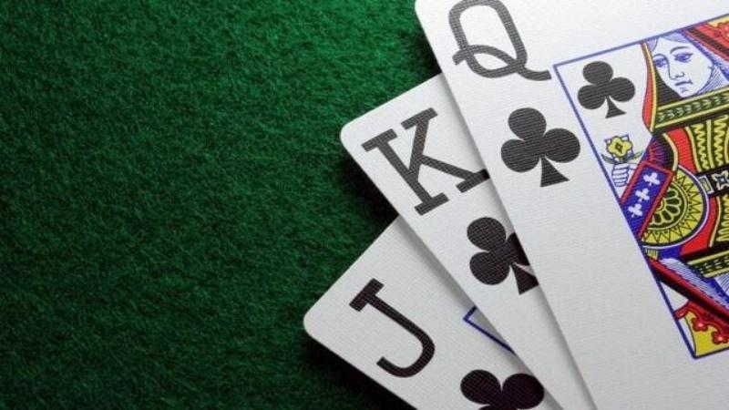 Bài cào trong tiếng anh còn được gọi là three card poker